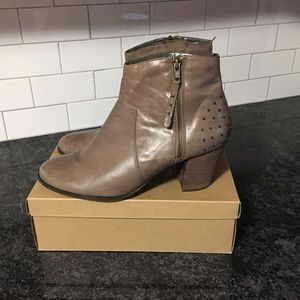 Bella Vita Grey Ankle Boots, 12M